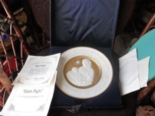 COLLECTABLE GILDED PLATE ORIGINAL BOX & CERT FRANKLIN MINT SILENT NIGHT 1976
